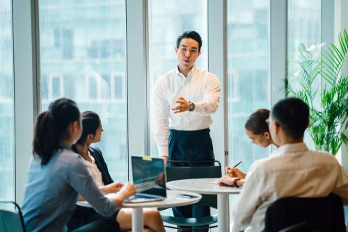 Cara Menjadi Pemimpin Yang Baik Dan Berwibawa Di Kantor